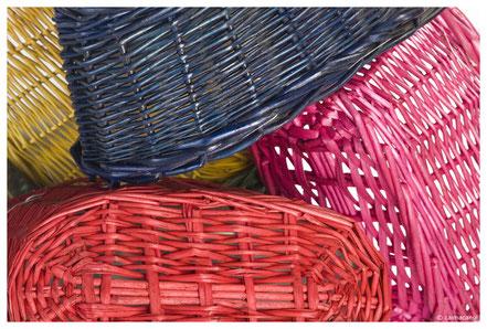 Colores vivos en el mimbre