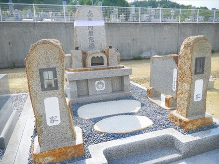 自然墓+カロート+棒灯篭:倉敷