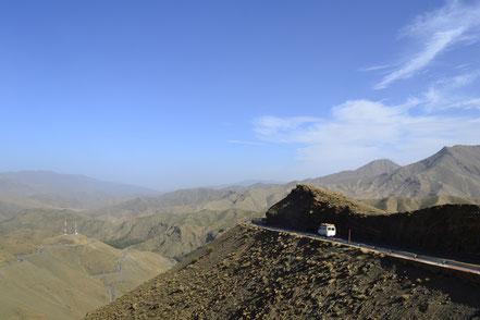 2500m über Null, die Passstraße über den Hohen Atlas