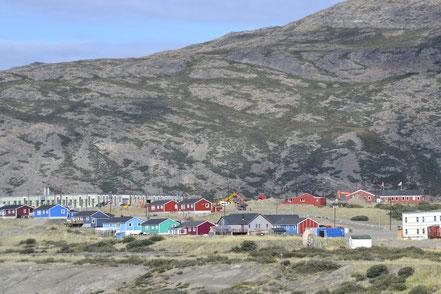 Nur Wenige können sich ein eigenes Haus leisten, die meisten Grönländer leben in großen Wohnblocks