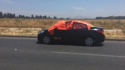 De acuerdo a los antecedentes preliminares, el hombre había arrendado el taxi a la mujer.