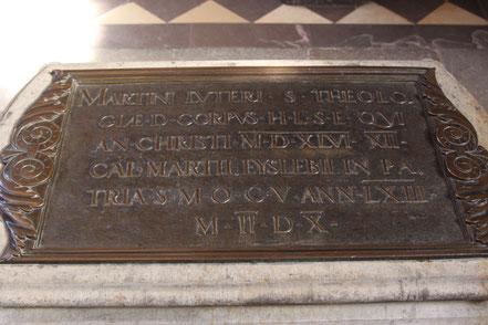 Luthers Grabplatte in der Schlosskirche