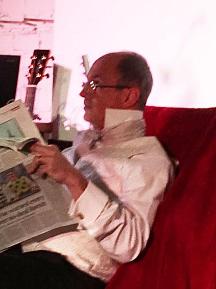 ...während der arme Mr. Bennett doch einfach nur seine Zeitung lesen will!