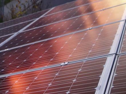 Solarzellen im Abendlicht