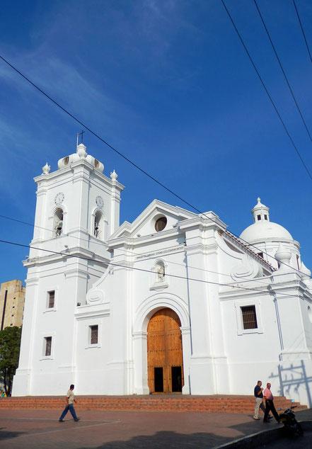 SANTA MARTA wurde von den spanischen Eroberern 1525 als erste Stadt Kolumbiens gegründet. Die weiße Kathedrale gilt als älteste Kirche Kolumbiens und als einer der ältesten Kirchen Lateinamerikas.
