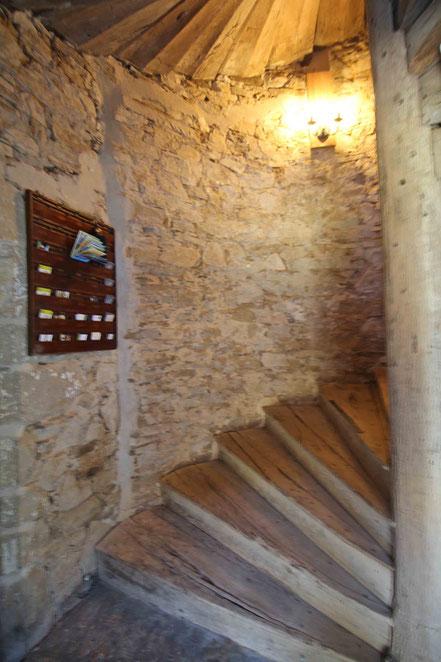 La chambre d'hôtes, la Breuilh, accessible par cet escalier à vis, datant du XVème siècle