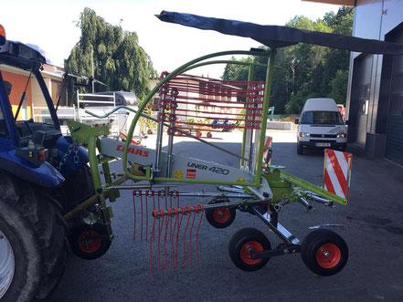 Übergabe eines CLAAS LINER 420 mit einer Arbeitsbreite von 4,20 m nach Schwoich.