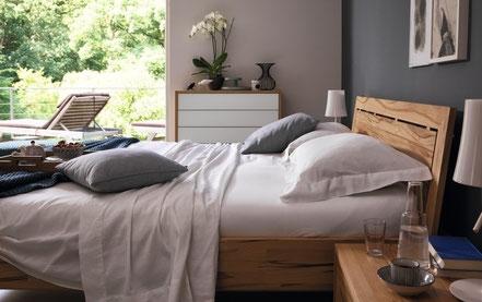 Schlafzimmer Schlafzimmermöbel Schlafen Bett Nachttisch Bettrahmen Betten Holzbett Holzbettrahmen Massivholzbett Team7-Bett