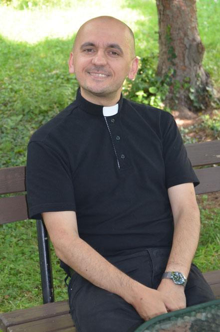 Pfarrer Pawel Marniak weiß die Mitarbeit sehr zu schätzen.