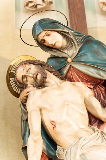 Der Spender der Pietà ist unbekannt.