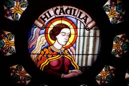 Nur eines von vielen prachtvollen Fenstern in St. Anna