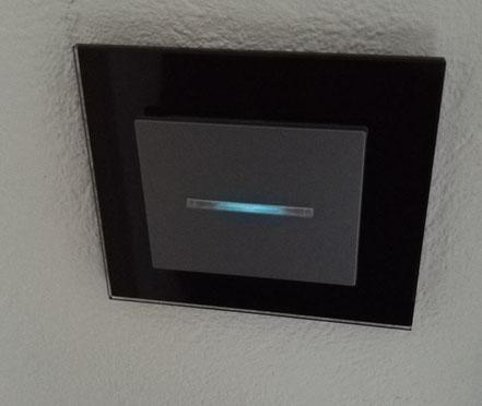 interrupteur bouton poussoir verre noir voyant lumière bleu