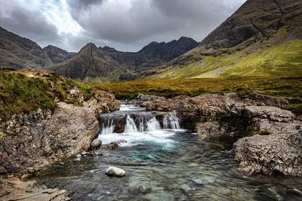 Mit deiner Kamera auf eine grosse Reise, Landschaft mit Wasserfall