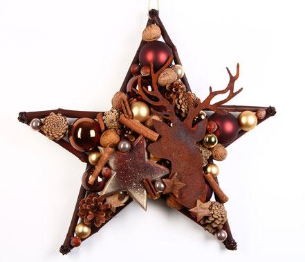 Großer Stern in warmen Braun Tönen mit rostigem Hirschkopf.