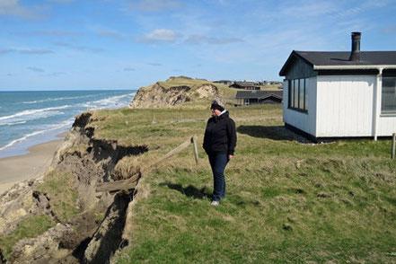 Viele Häuser sind vom Abbruch der Steilküste bedroht.