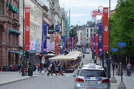 ... an der berühmtesten Straße Norwegens: die Karl Johans Gate.