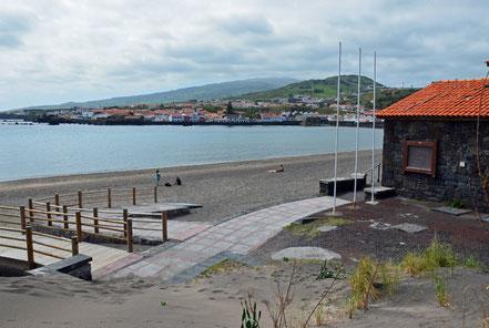Der Naturhafen Porto Pim in Horta.