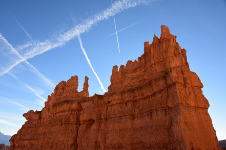 Viele Kondensstreifen über dem Bryce Canyon