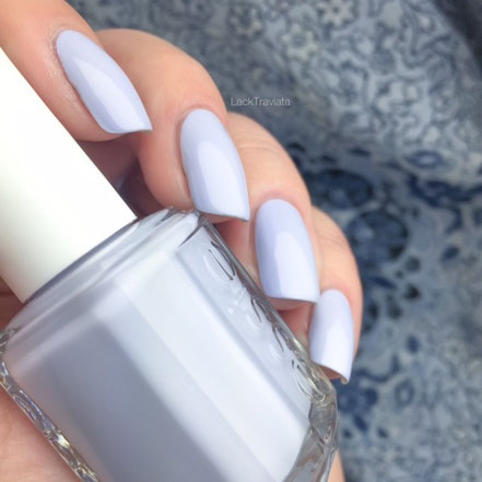 SWATCH essie virgin snow