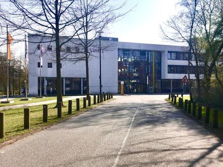 """Krankenhaus """"Links der Weser"""" in 28277 Bremen-Kattenturm, links das """"Visit Hotel ins Gebäude integriert"""