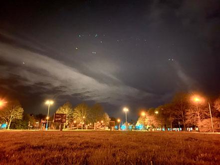 Nachtaufnahme aus Bremen-Habenhausen, Habenhauser Brückenstraße (Foto: 04-2020, Jens Schmidt)