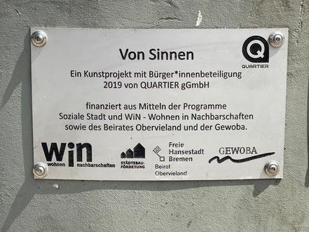 """Das 2019 erstellte Kunstobjekt """"Von Sinnen"""" ist der Projektarbeit der QUARTIER gGmbH und wurde finanziert mit Mitteln der Sozialen Stadt und Win sowie des Beirates Obervieland und der Gewoba (Foto: 05-2020, Jens Schmidt)"""