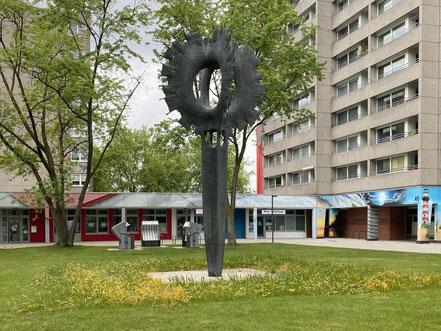 Das 7,5 Meter hohe Kunstwerk steht an der Theodor-Billroth-Straße in Bremen-Kattenturm. (Foto: 05-2020, Jens Schmidt)