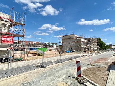 Baufortschritt von Reihenhäusern unterschiedlichen Typs in der Gartenstadt Werdersee in Bremen (Foto: 05-2020, Jens Schmidt)