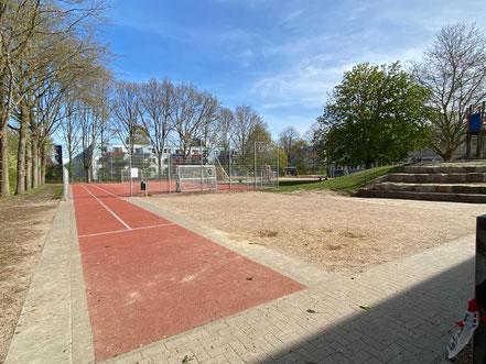 Sportfläche auf dem Schulhof der Schule an der Stichnathstraße in 28277 Bremen-Kattenturm, Bremen Obervieland (Foto: 04-2020, Jens Schmidt)