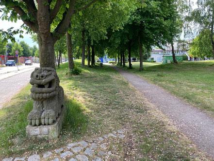 Phantasiewesen - Skulptur der Skulpturenallee Alfred-Faust-Straße 4 in Bremen-Kattenturm, Bremen Obervieland (Foto: 05-2020, Jens Schmidt)