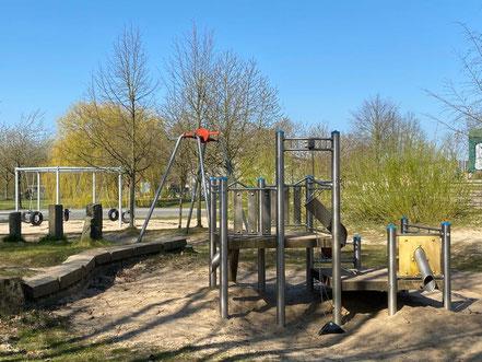 """Klettergerüst auf dem Spielplatz """"Arsterix"""", Carl-Katz-Straße 2, Bremen Arsten (Obervieland) (Foto: 04-2020, Jens Schmidt)"""