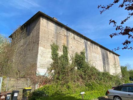 Angeblich kann man Räume im Bunker an der Kattenturmer Heerstraße zu Lagerzwecken anmieten (Foto: 04-2020, Jens Schmidt)