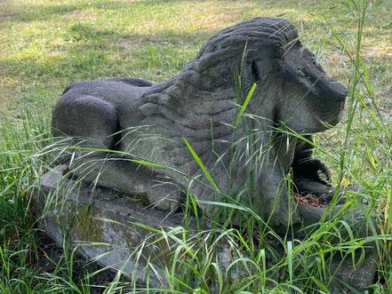 Seitenansicht des kleinen Löwen - Skulptur der Skulpturenallee Alfred-Faust-Straße 4 in Bremen-Kattenturm, Bremen Obervieland (Foto: 05-2020, Jens Schmidt)