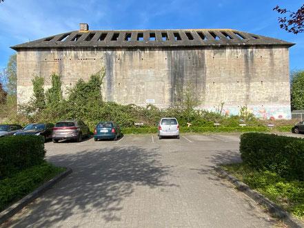 Der Zugang zum Hochbunker an der Kattenturmer Heerstraße liegt auf einem Privatgrundstück (Foto: 04-2020, Jens Schmidt)