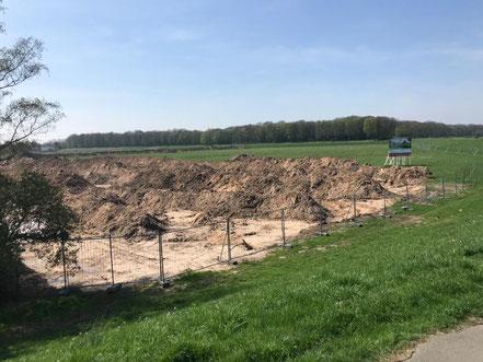 Die Rückseite der neuen Großbaustelle an der Habenhauser Landstraße, Blickrichtung vom Werdersee: Hier entstehen in den nächsten sechs Jahren rund 600 neue Wohneinheiten (Foto: 04-2018, Jens Schmidt)