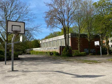 Sportmöglichkeiten auf dem Schulhof der Schule an der Stichnathstraße in 28277 Bremen-Kattenturm, Bremen Obervieland (Foto: 04-2020, Jens Schmidt)