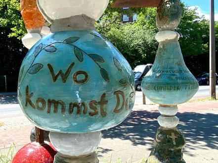 """Wo kommst du her - wo willst du hin? Das Thema """"Vom Gehen + Kommen"""" in Bremen-Kattenturm zeigt verschiedene Motive, die mit dem Ankommen und Weiterziehen zutun haben (Foto: 05-2020, Jens Schmidt)"""