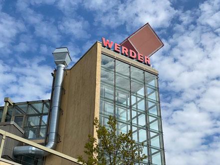 Weithin sichtbarer Glasturm am Einkaufszentrum Werder-Karree in Bremen Habenhausen, Bremen Obervieland