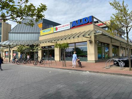 Asia HB Hao im Eingangsbereich des Werder-Karrees in Bremen-Habenhausen, Bremen Obervieland