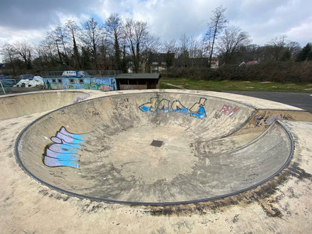Der wohl deutschlandweit einmalige Doublepool für Skater im Funpark Bremen