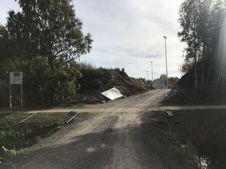 Baustellenzufahrt zum neuen Kunstrasensportplatz in Bremen-Arsten (09.10.2018)