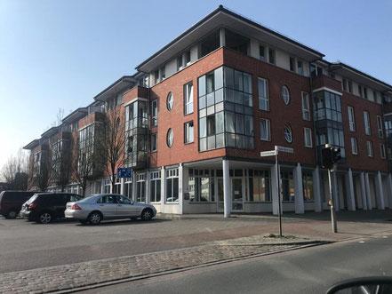 Das Haus der Familie in Obervieland befindet sich in Kattenturm, Eichelnkämpe 11, direkt am Cato-Bontjes-van-Beek-Platz (Foto: 04-2018, Jens Schmidt)