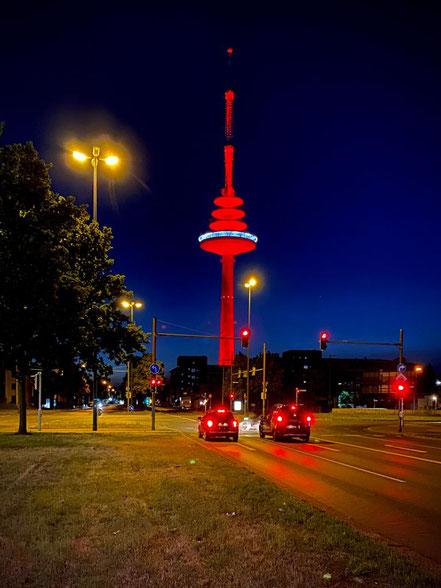 Night of Light 2020: der Funkturm in Bremen-Walle wurde in der Nacht vom 22.06. zum 23.06.2020 in tiefrotes Licht getaucht (Foto: 06-2020, Jens Schmidt)