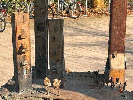"""Detailaufnahme eines Teils des Denkmals """"Vom Gehen und Kommen"""" in Bremen-Kattenturm, Bremen Obervieland (Foto: 04-2018, Jens Schmidt)"""