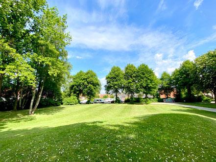 Frühlingsatmosphäre auf der Grünanlage Wecholderstraße in Bremen-Kattenesch (Foto: 03-2018, Jens Schmidt)