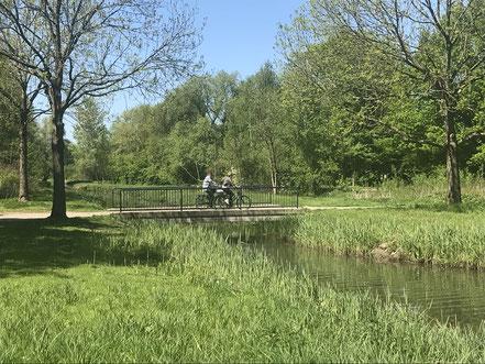Große Fahrradbrücke über das Krimpelfleet in Bremen-Habenhausen