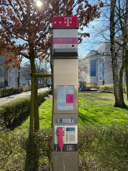 Öffentliches Telefon in der Wohnanlage Alfred-Faust-Straße in Bremen Kattenturm-Mitte (Foto: Jens Schmidt 05.03.2020)