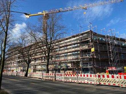 Eingerüstete Neubauten der Gartenstadt Werdersee (Foto 02/2020)