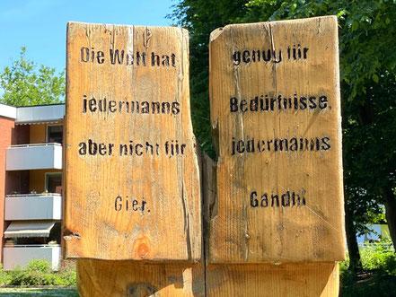 Lebensgroße Holzplastiken auf dem Brebau Gelände in Bremen-Arsten, Bremen Obervieland (Foto: 05-2020, Jens Schmidt)