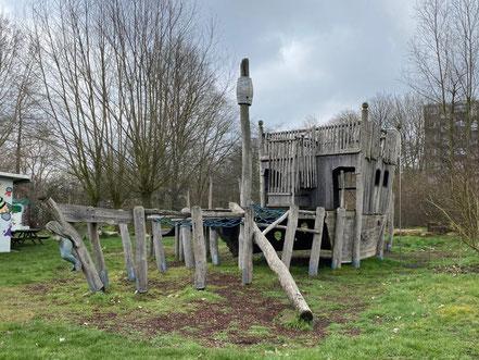 Holzspielschiff im Funpark Bremen